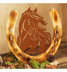 Edelrost-Pferdeportrait im Hufeisen aus Holz auf Platte, Höhe 32 cm, Breite 31 cm