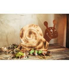 Holzschnecke auf Platte, Höhe 34 cm - Breite 46 cm