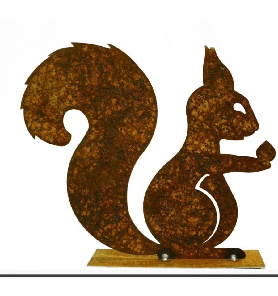 Edelrost Deko Eichhörnchen mit Nuß in der Hand auf Platte, Höhe 25 cm