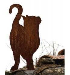 Katze von Vorne nach oben schauend auf Platte 46 cm hoch