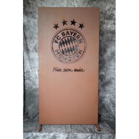 Trennwand aus Metall mit FC-Bayern Logo - Höhe 180