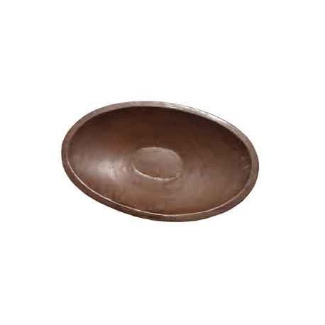 Große ovale Schale als schöne Gartendekoration