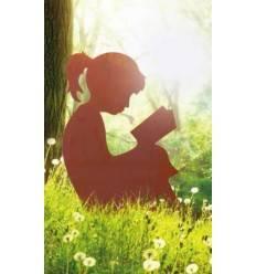 Mädchen beim Lesen auf Querstangen, 75cm hoch und 60cm breit